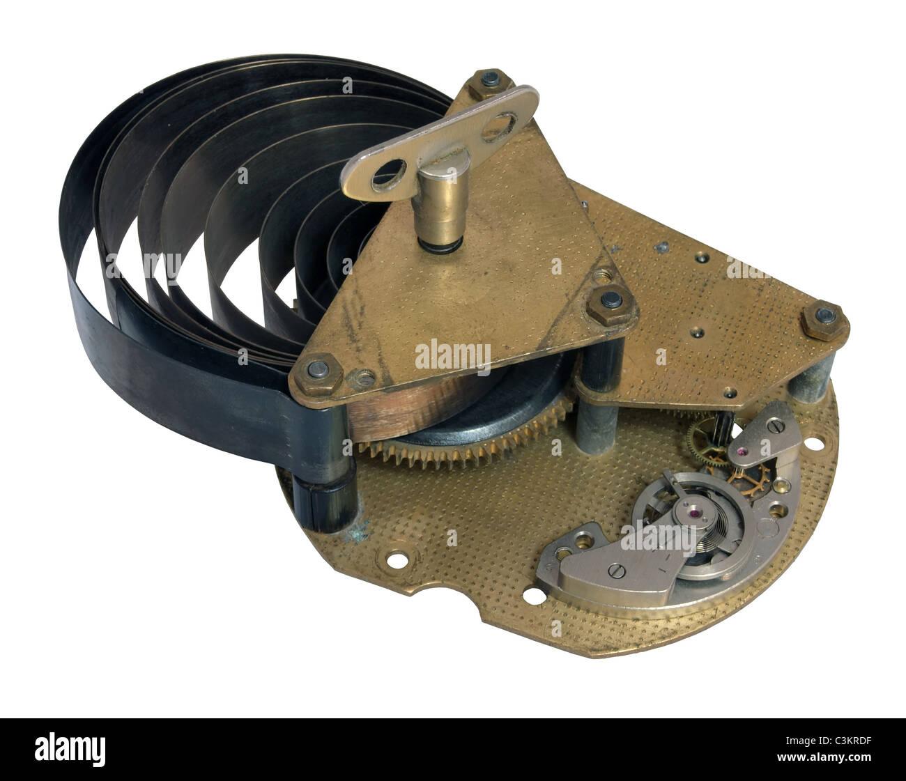Parte del antiguo mecanismo de reloj con un muelle disuelto Imagen De Stock