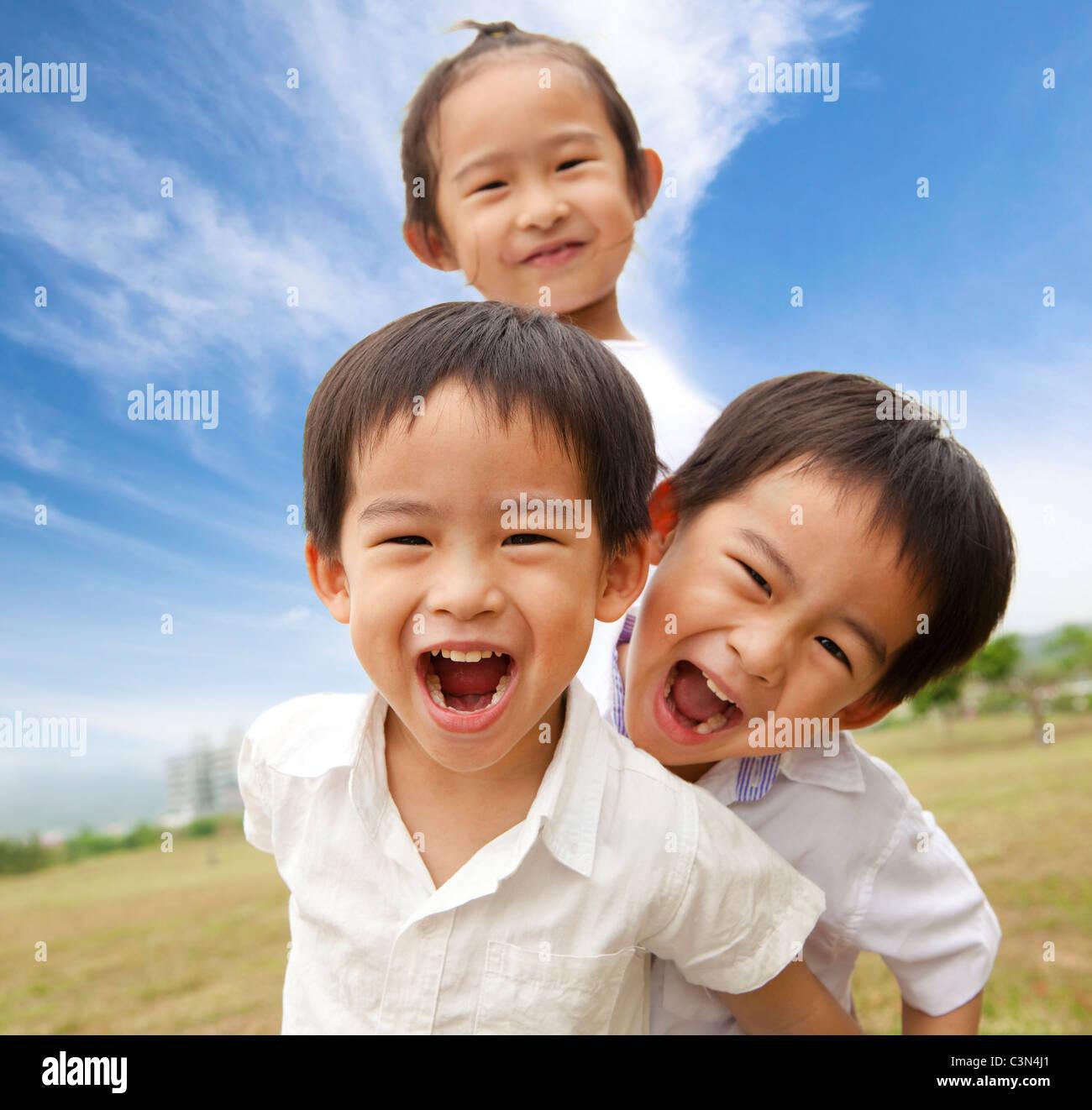 Retrato de niños felices, piscina Foto de stock
