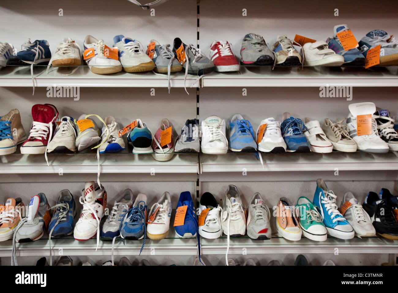 6568780e Zapatos de segunda mano Foto & Imagen De Stock: 36807843 - Alamy