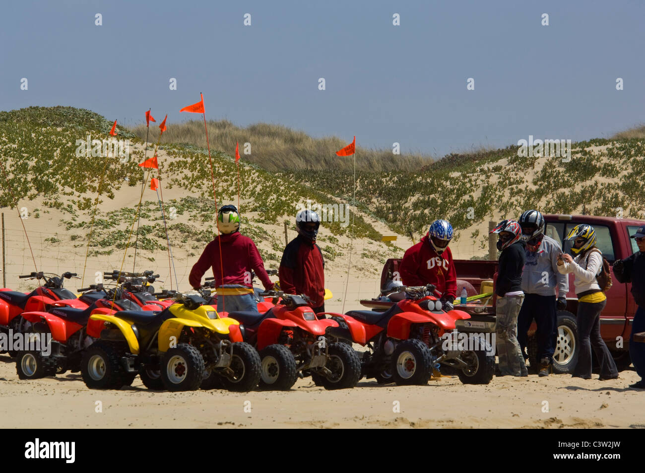 ATV's en la arena en el Oceano Dunes Vehicular State Recreation Area, el Oceano, California Imagen De Stock