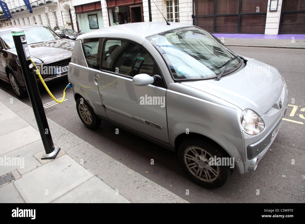 Carga de la batería de coche eléctrico, Londres W1 Imagen De Stock