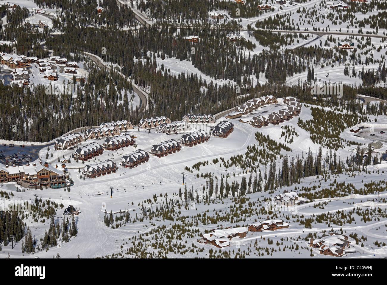 Chalets en el asentamiento de Big Sky. Montana, Estados Unidos, América del Norte Imagen De Stock