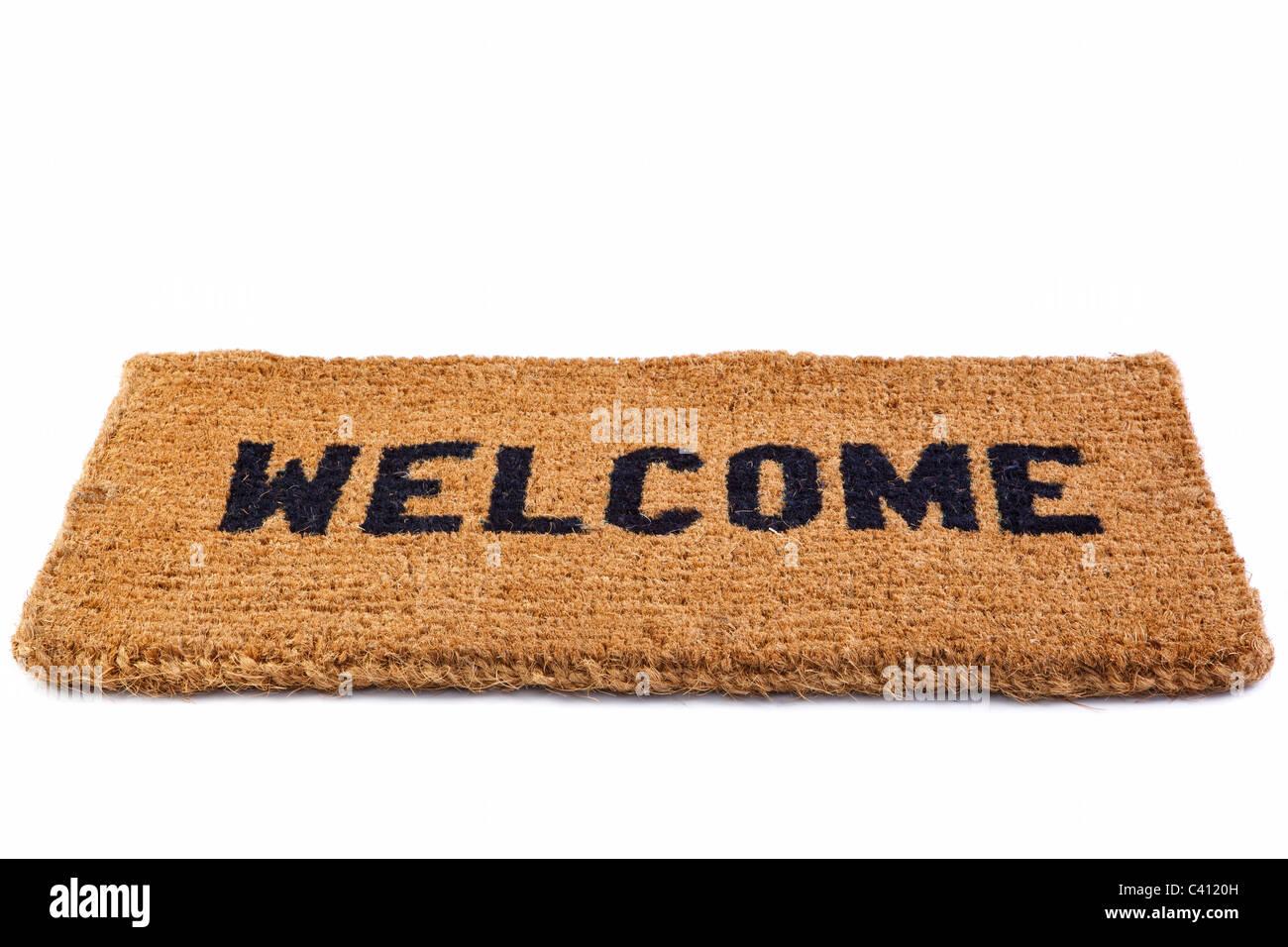 Foto de un Welcome mat puerta aislado sobre un fondo blanco. Imagen De Stock