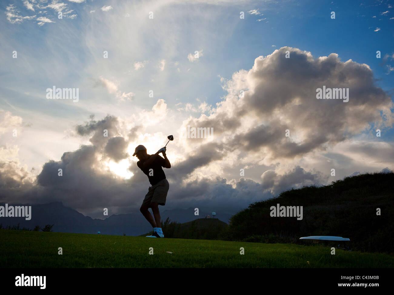 El presidente Barack Obama juega al golf en el campo de golf Marina de Kaneohe Klipper en Oahu, Hawaii, el 26 de Imagen De Stock