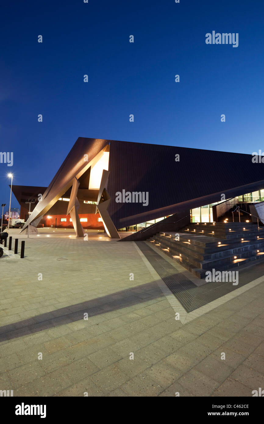 El centro de entretenimiento de Albany al anochecer. Albany, en Australia Occidental, Australia Imagen De Stock