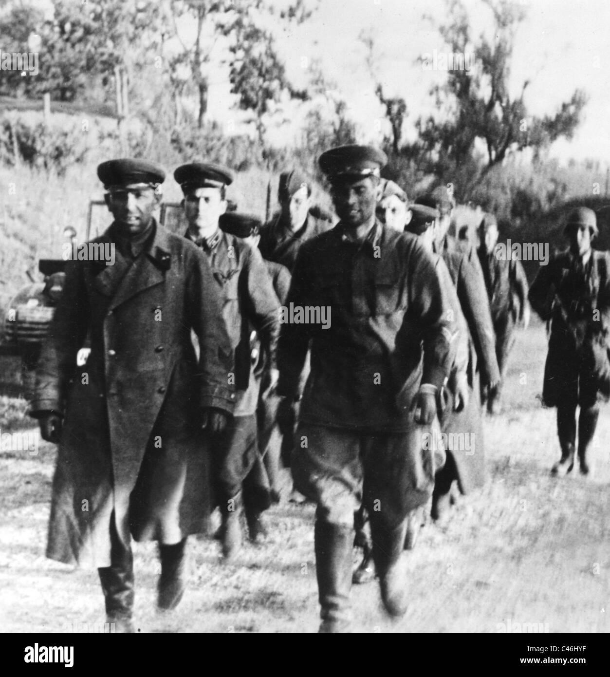 Los renegados, los prisioneros rusos en el frente oriental (foto b/w) Imagen De Stock