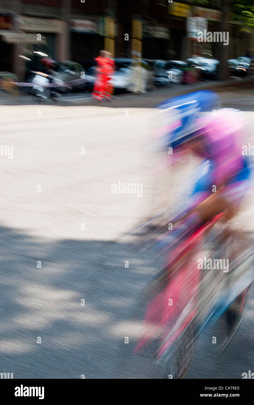 "Estela de un jinete al 'Giro d' Italia"" etapa en Milán Imagen De Stock"