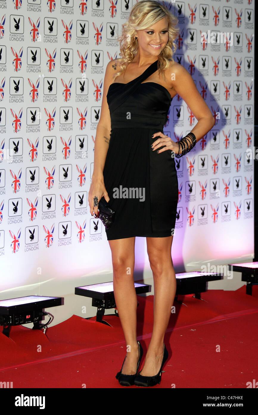 Modelo americano Kara Monaco plantea sobre la alfombra roja durante la apertura del Playboy Club en Mayfair en 04/06/2011. Foto de stock