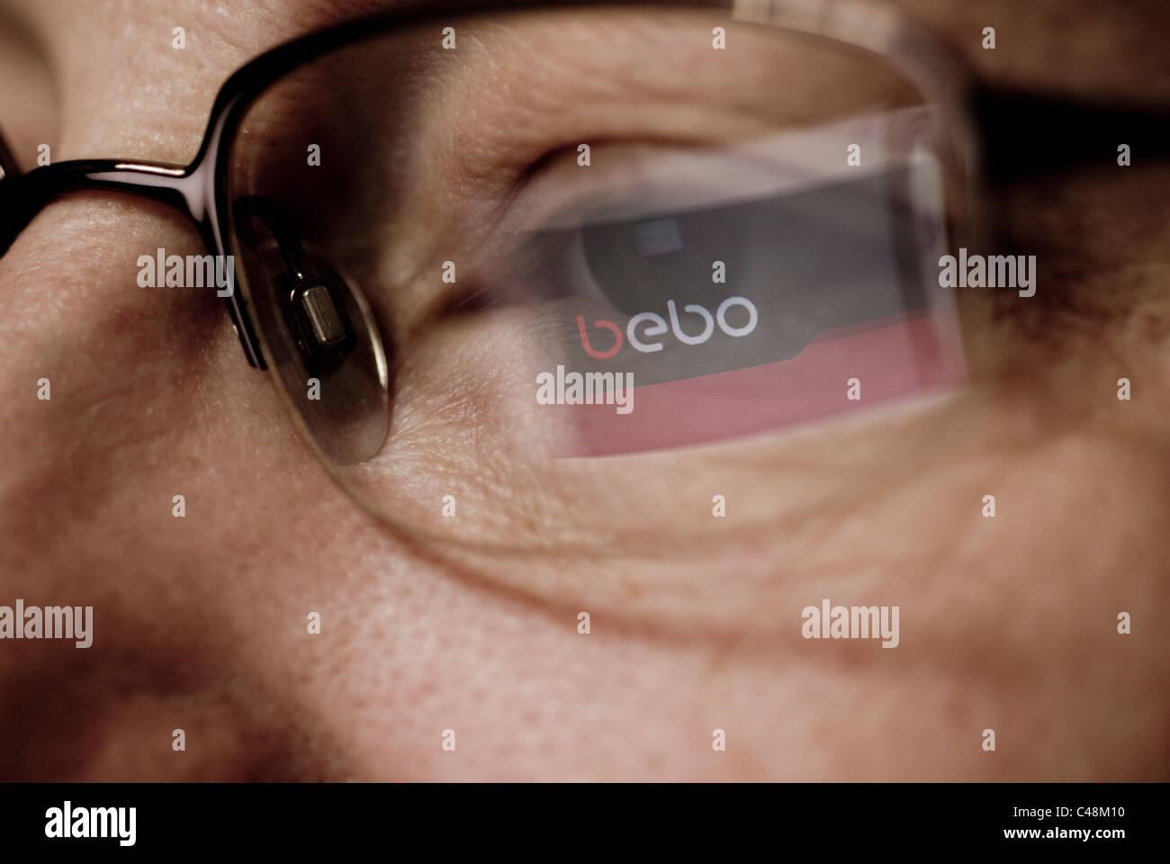 Bebo logo refleja sobre gafas Imagen De Stock