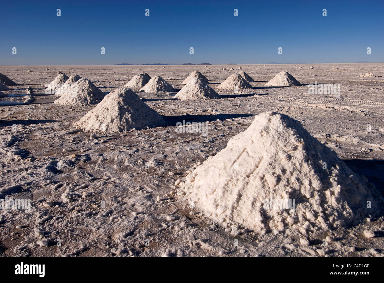 Bolivia, el Salar de Uyuni salar, la minería de la sal, los montones de sal Imagen De Stock