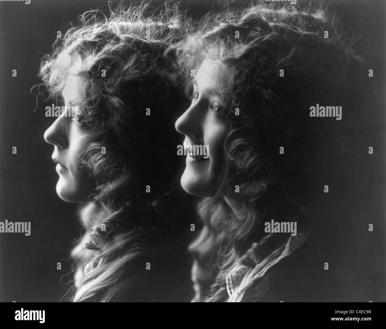 Vintage compuesto de fotografías c1914 de la actriz canadiense Mary Pickford (1892 - 1979) con dos imágenes Imagen De Stock