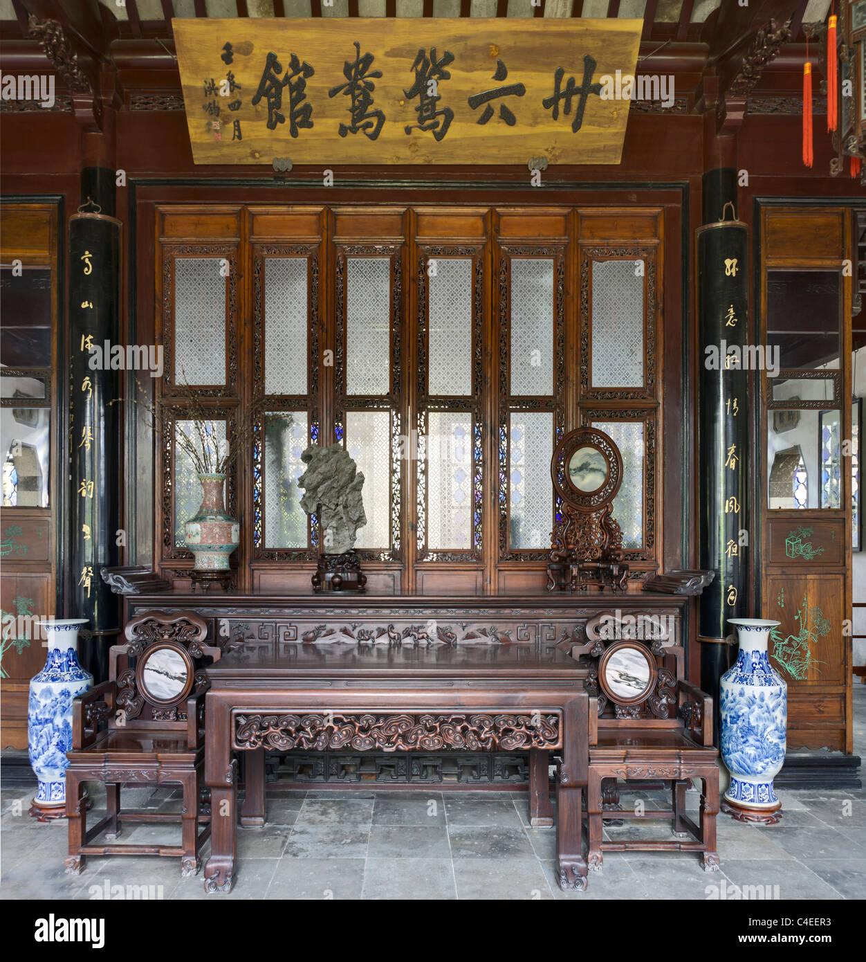 Salón de treinta y seis pares de patos del mandarín en el Jardín del Administrador Humilde (Zhuozheng Imagen De Stock