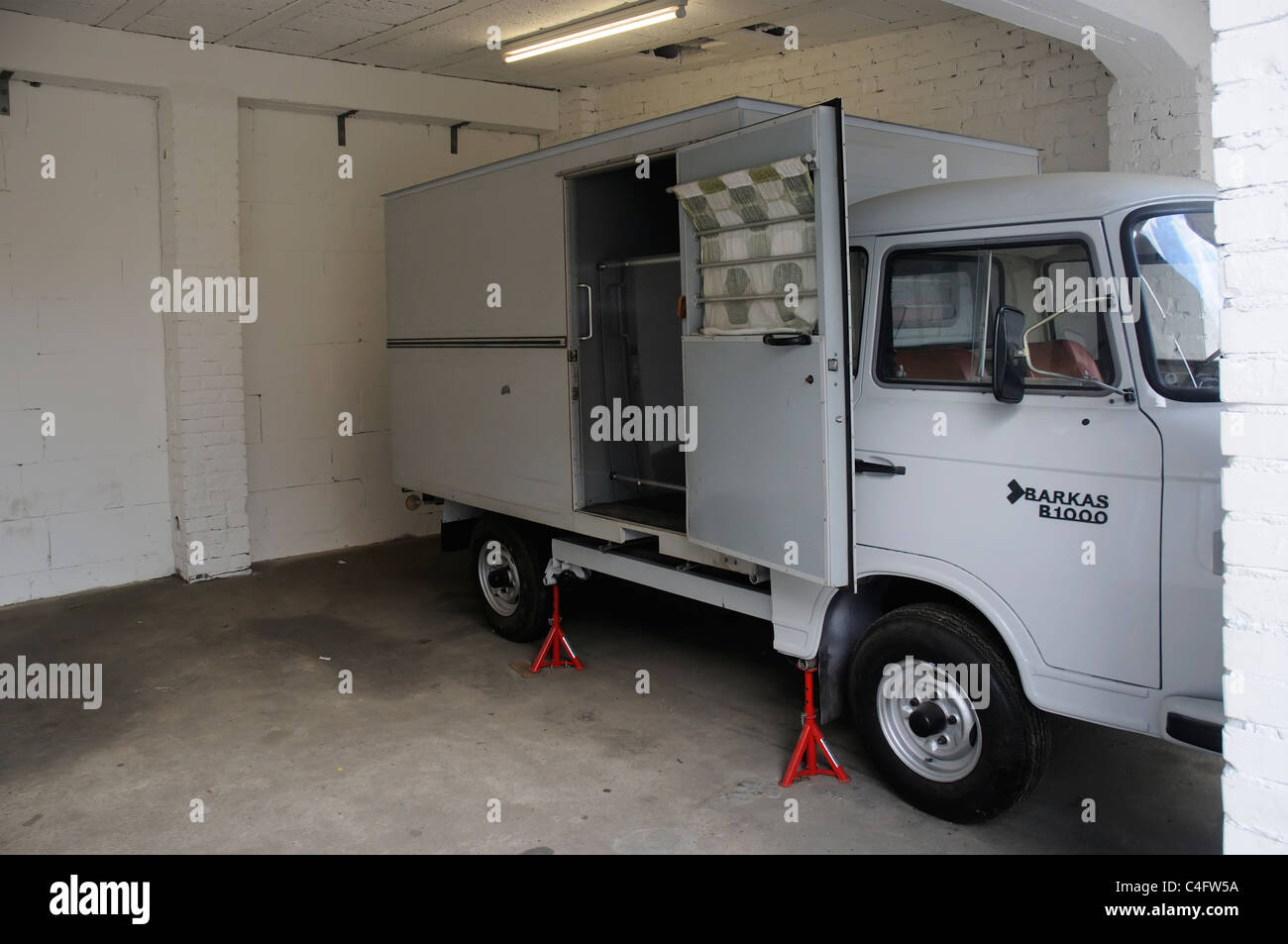 Un preso en la cárcel Hohenschonhausen camioneta de entrega en Berlín oriental Imagen De Stock