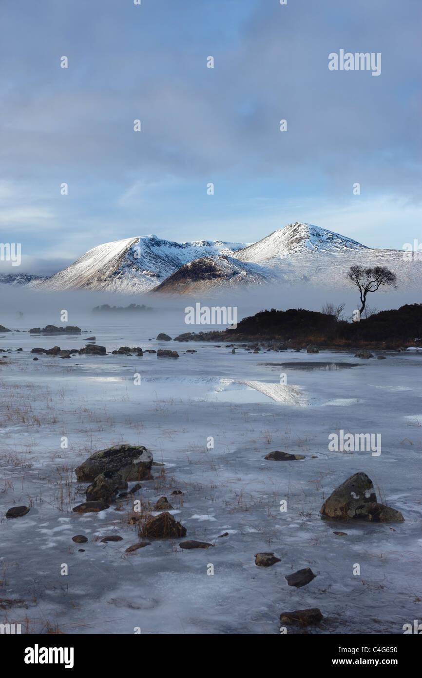 Lochan na h-Achlaise & el Monte Negro en invierno, Argyll and Bute, Scottish Highlands, Scotland, Reino Unido Foto de stock