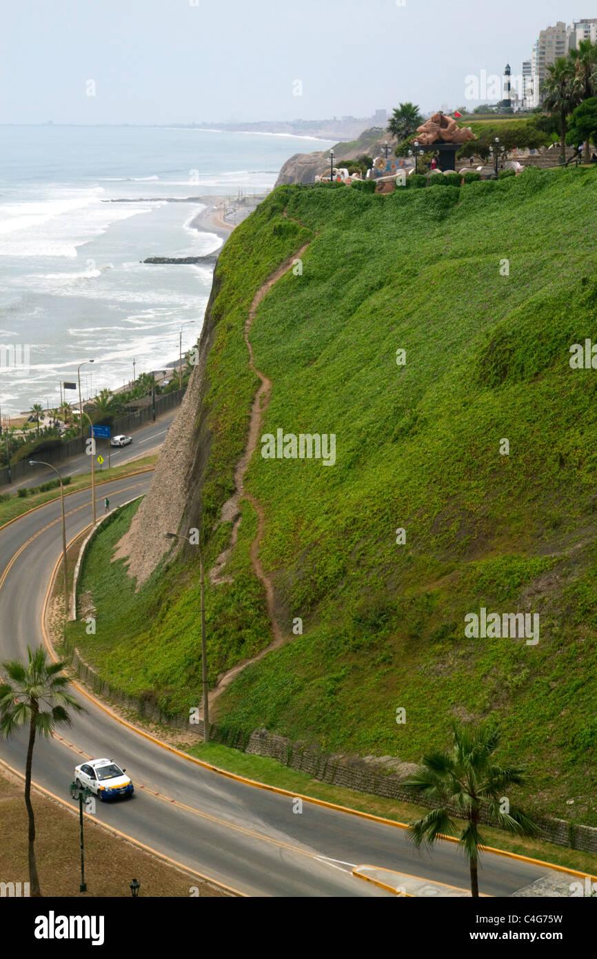 Vista del Océano Pacífico desde el distrito de Miraflores de Lima, Perú. Foto de stock