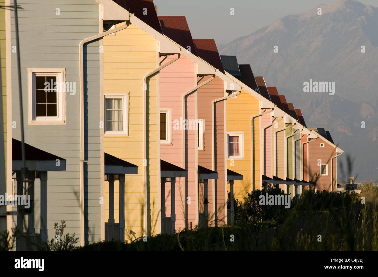 Colores de casas exterior perfect casa with colores de - Casas de madera pintadas ...