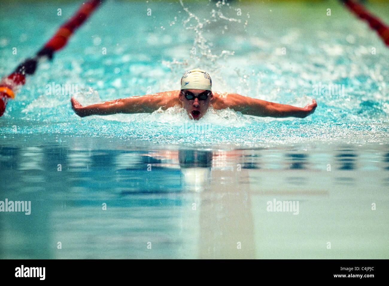 Michael Phelps (Estados Unidos), de 15 años, en la primavera de 2000, EE.UU. nacionales. Imagen De Stock