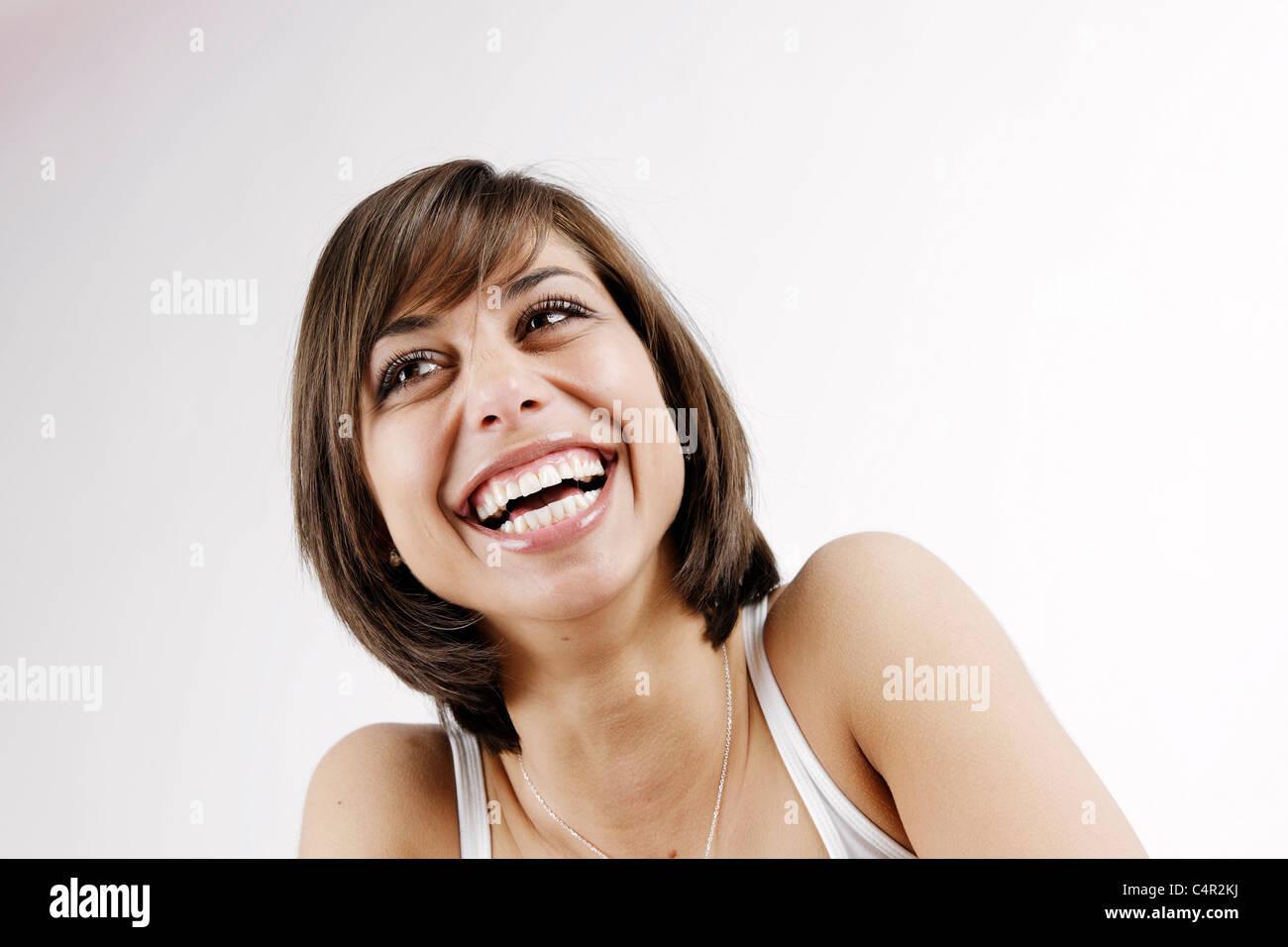 Joven morenita mujer, 25 años, riendo, divirtiéndose, lleno de alegría, Frau Junge, 25, lacht braunhaarig, lachend, Spaß, Freude Foto de stock
