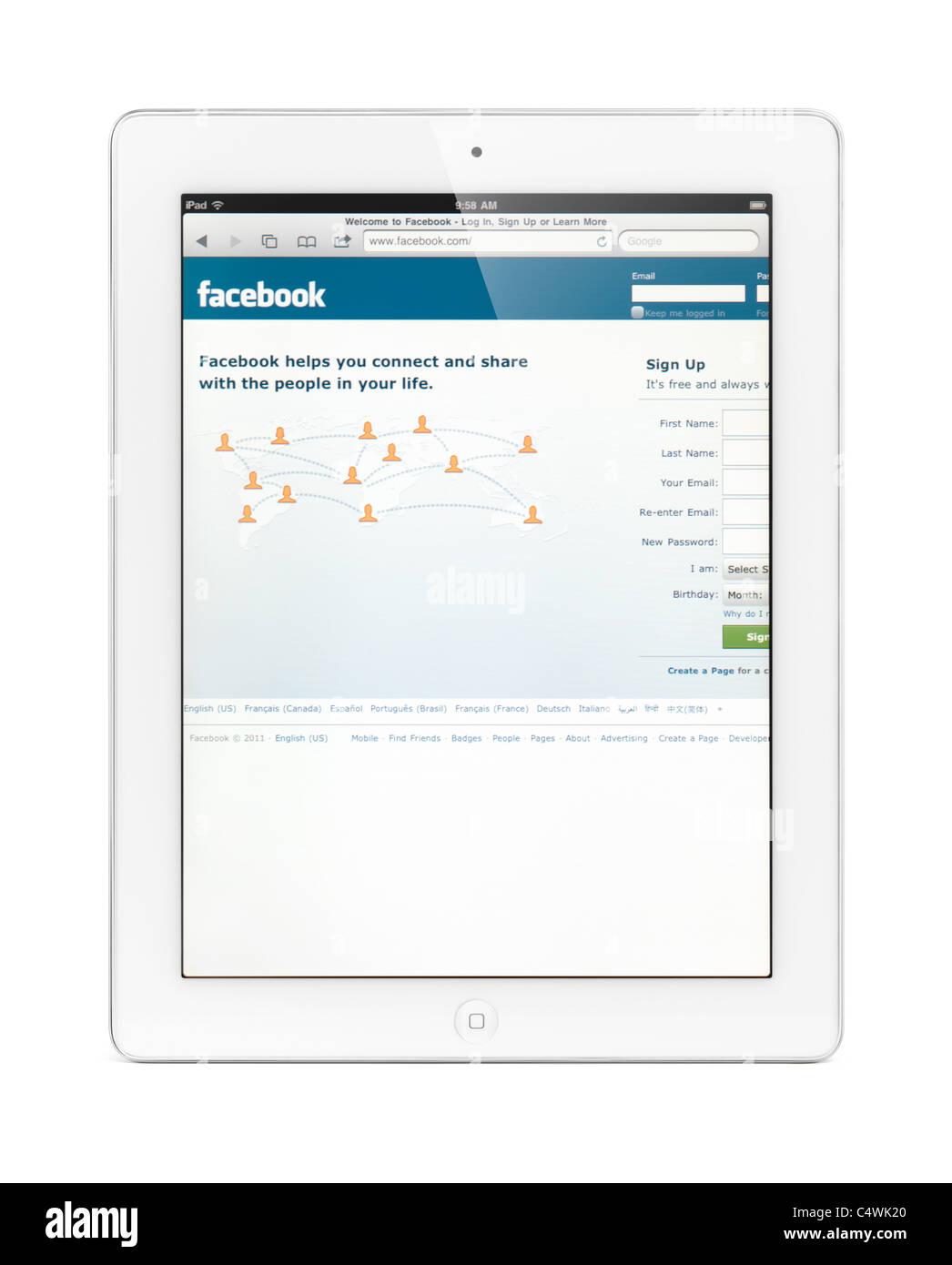 Blanco Apple iPad 2 tablet pc con Facebook Home página en su pantalla. Con trazado de recorte aislado sobre Imagen De Stock