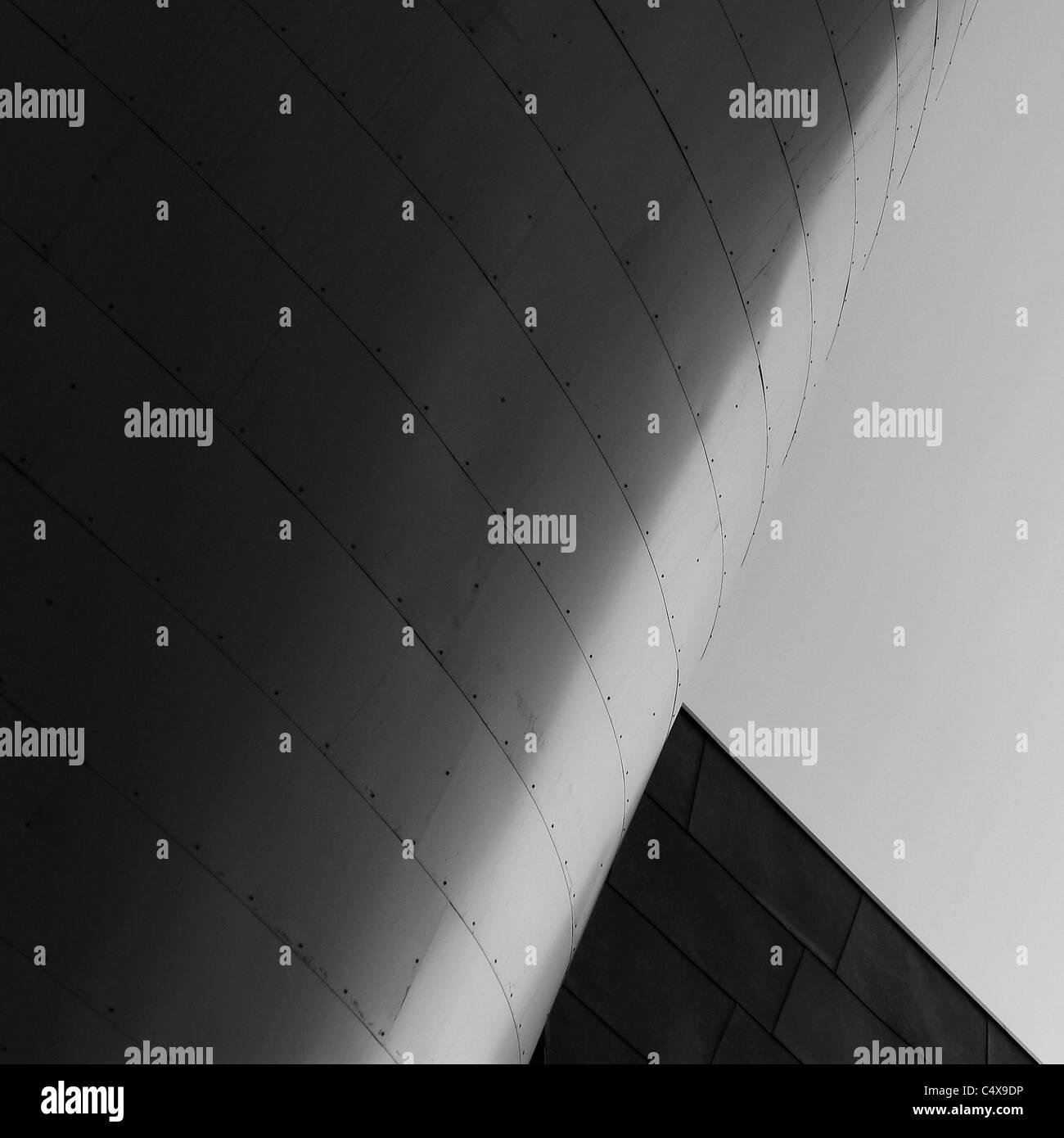 Acero contemporáneo detalle arquitectónico. Imagen De Stock