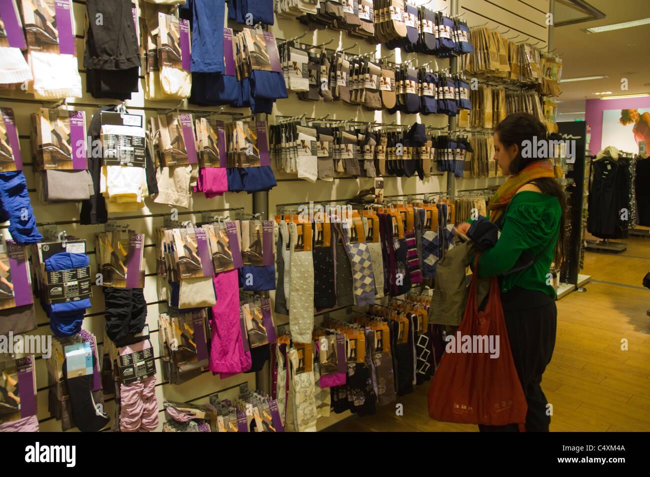 Tienda guapo obtener nueva C&A tienda de ropa interior de moda de Mariahilfer Strasse ...