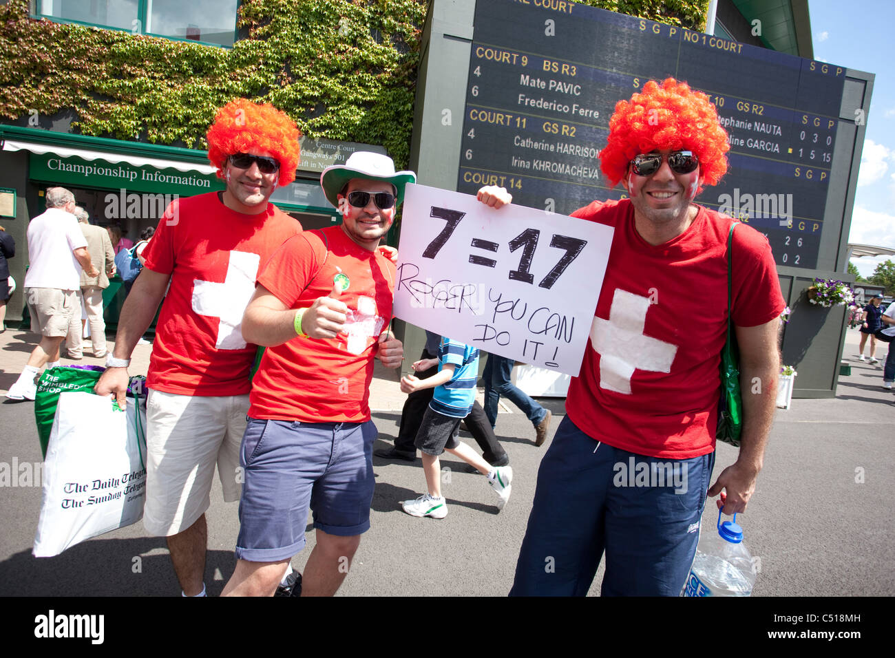 Suizo Roger Federer fans en los Campeonatos de Tenis de Wimbledon, Wimbledon, Londres, Reino Unido.Foto:Jeff Gilbert Foto de stock