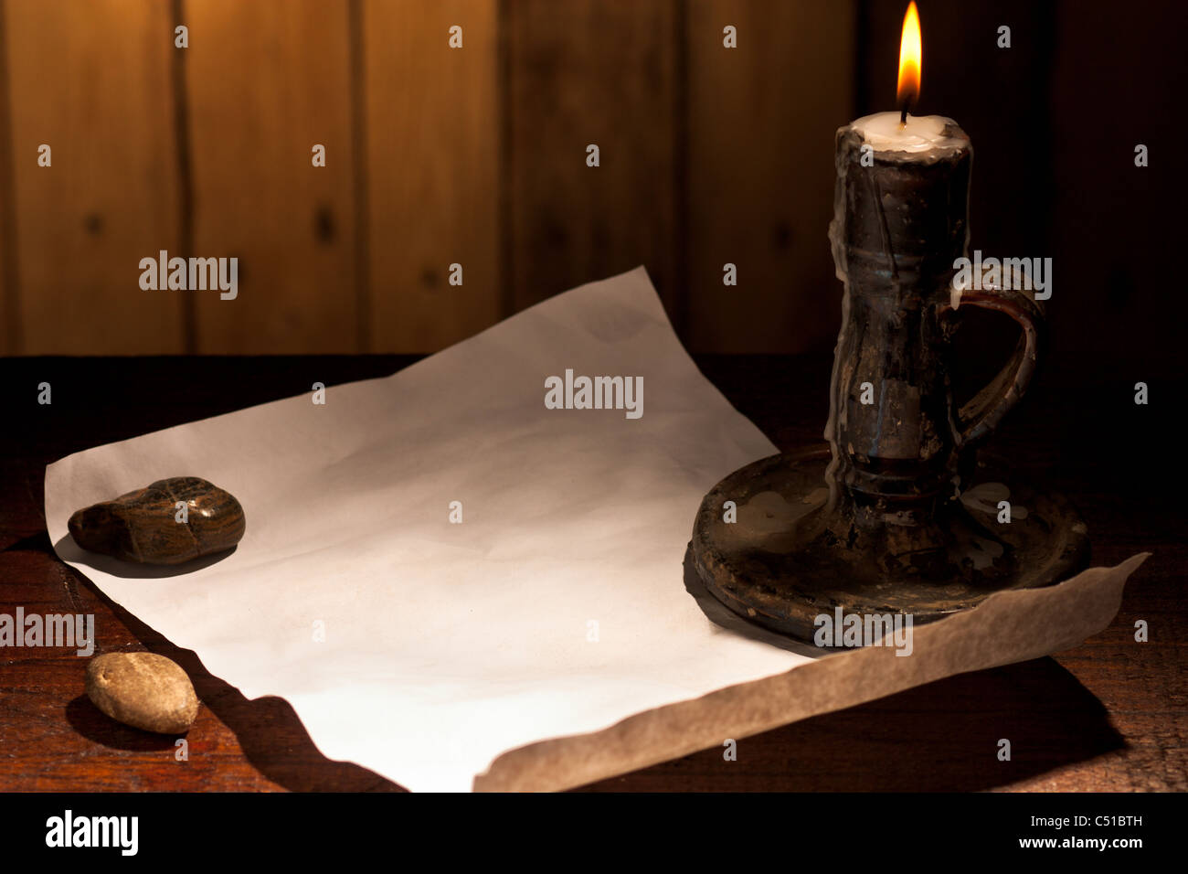 Hoja de papel con vela Imagen De Stock
