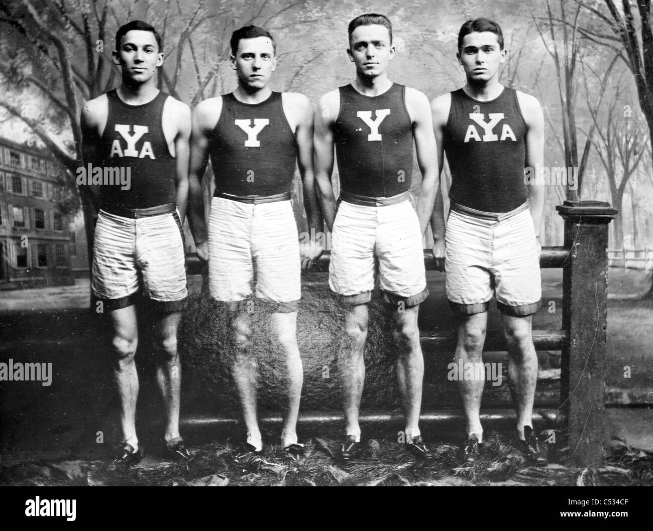 Yale Relevos: M.D. Kirjassoff, L.B. Stevens, R.A. Spitzer, R.W. LaMontagne Imagen De Stock