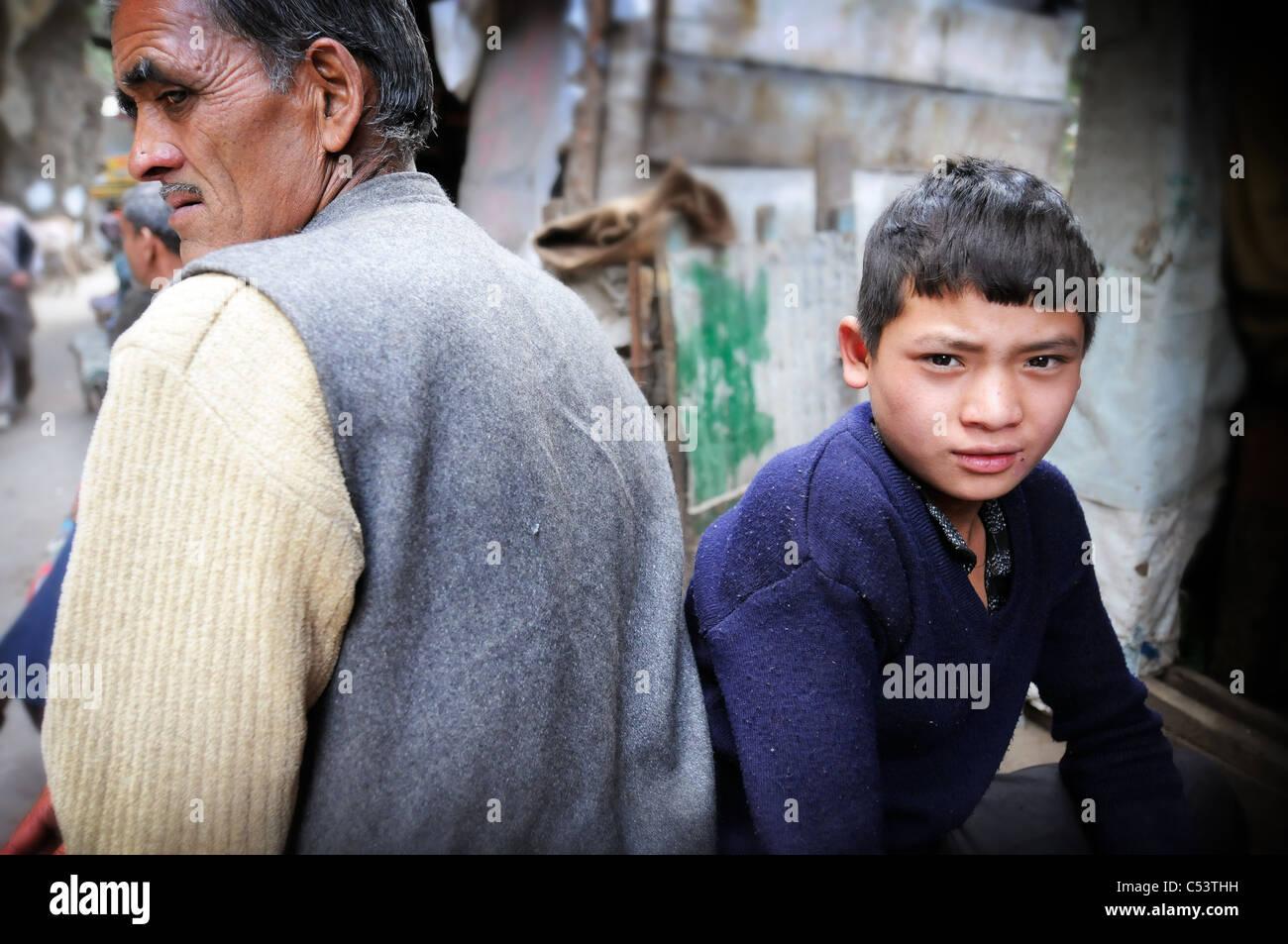 Escenas en Gaurikund, el inicio de la caminata hasta el templo hindú en Kedarnath Foto de stock