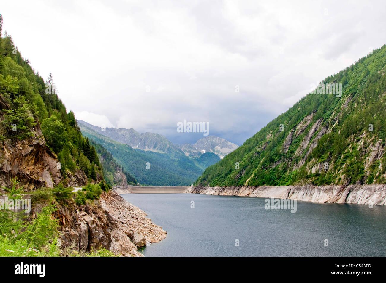 Sambuco damm, Tesino, Suiza Foto de stock