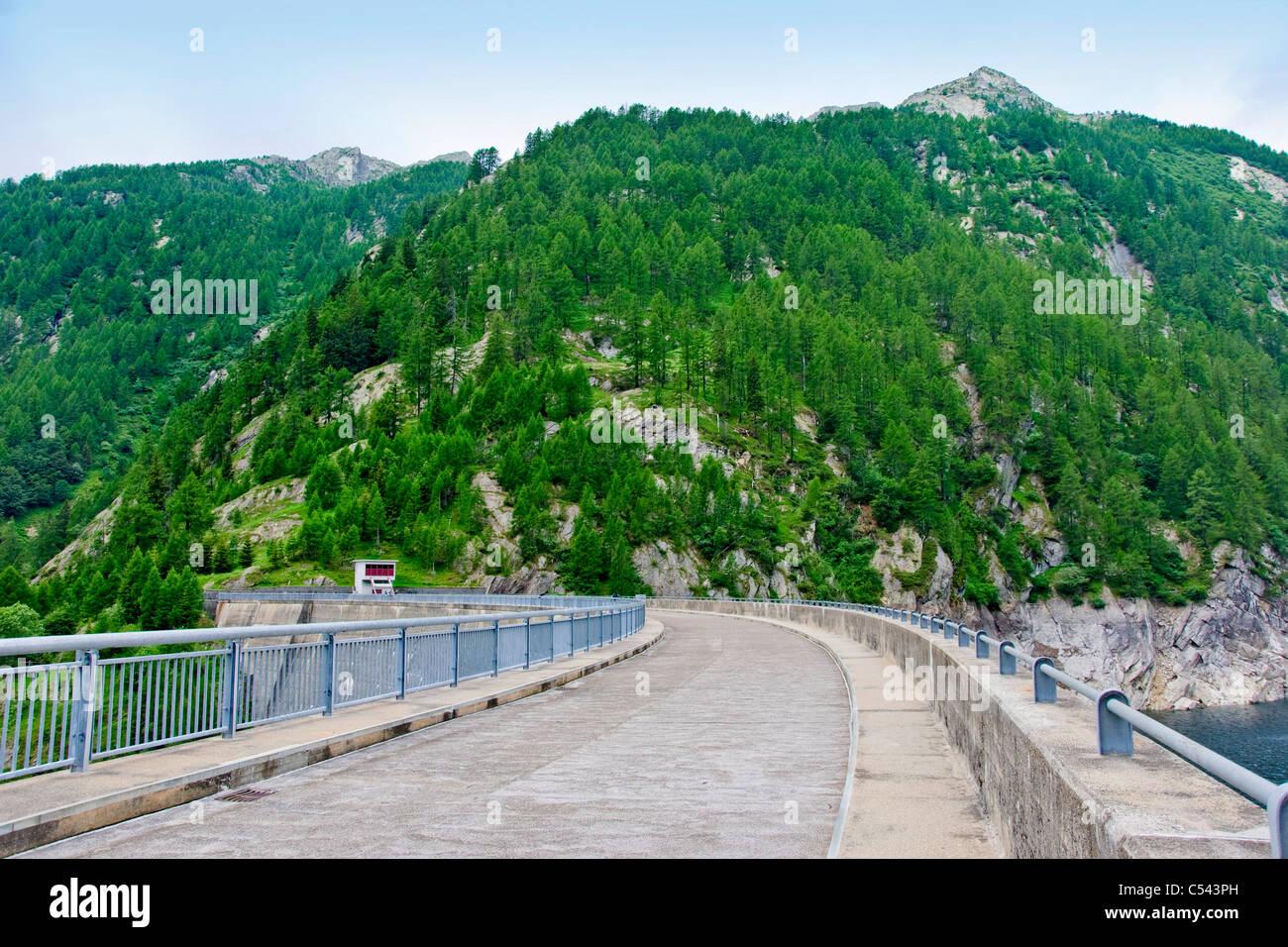 Sambuco dam, Tesino, Suiza Foto de stock
