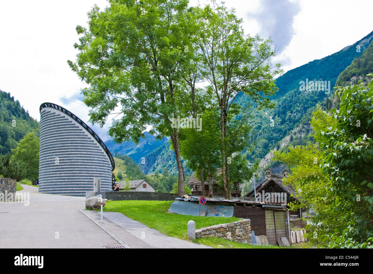 Iglesia, arquitecto Mario Botta, Mogno, Tesino, Suiza Foto de stock