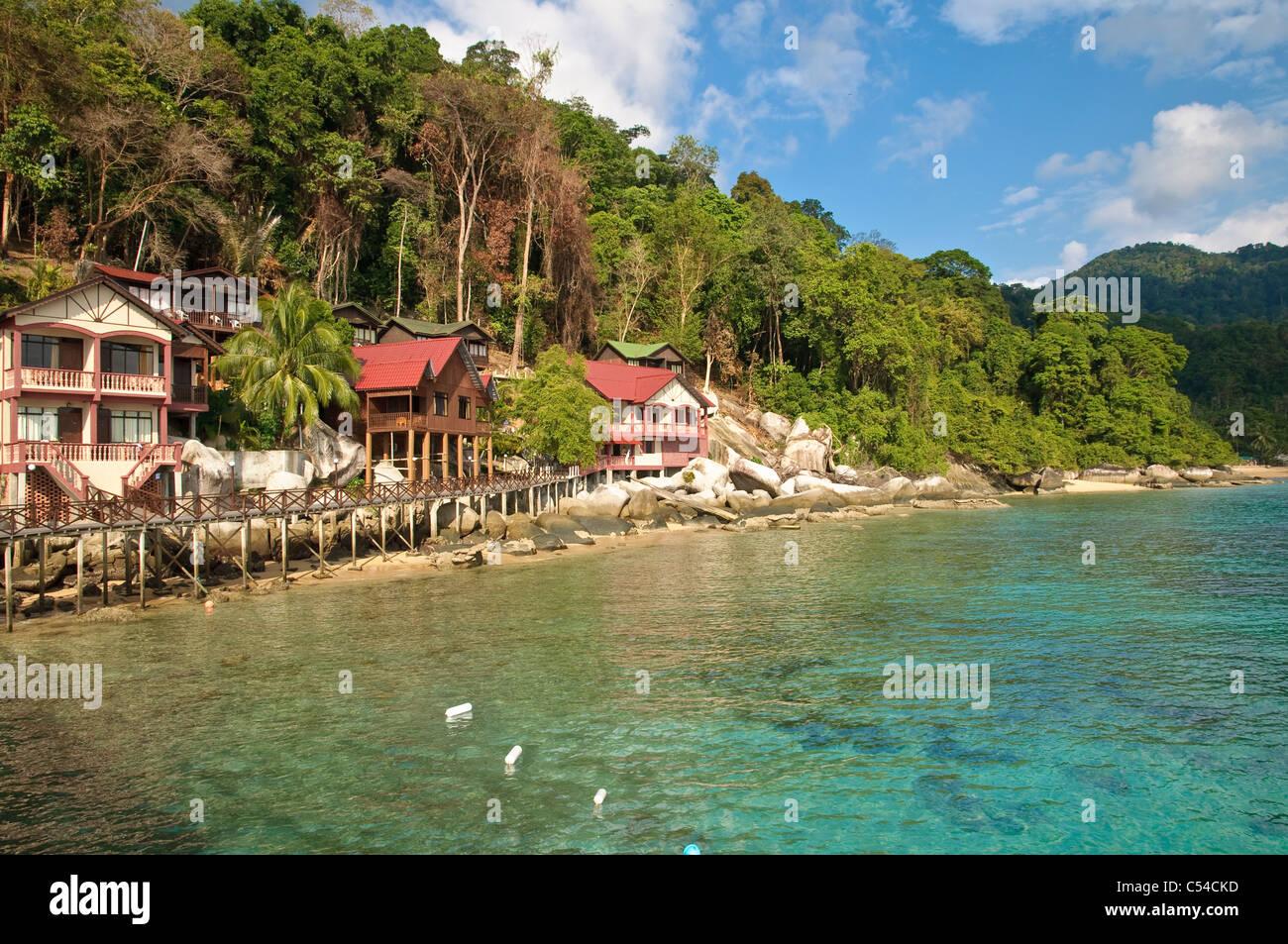 Panuba Inn Resort sobre la playa de la isla de Pulau Tioman, Panuba, Malasia, Sudeste Asiático, Asia Foto de stock