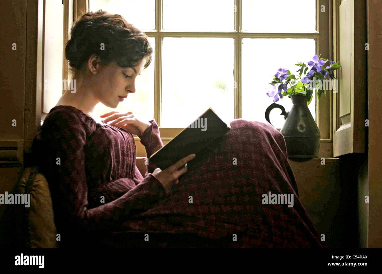 BECOMING JANE 2007 HanWay Films/ UK Film Council Film con Anne Hathaway. Imagen De Stock