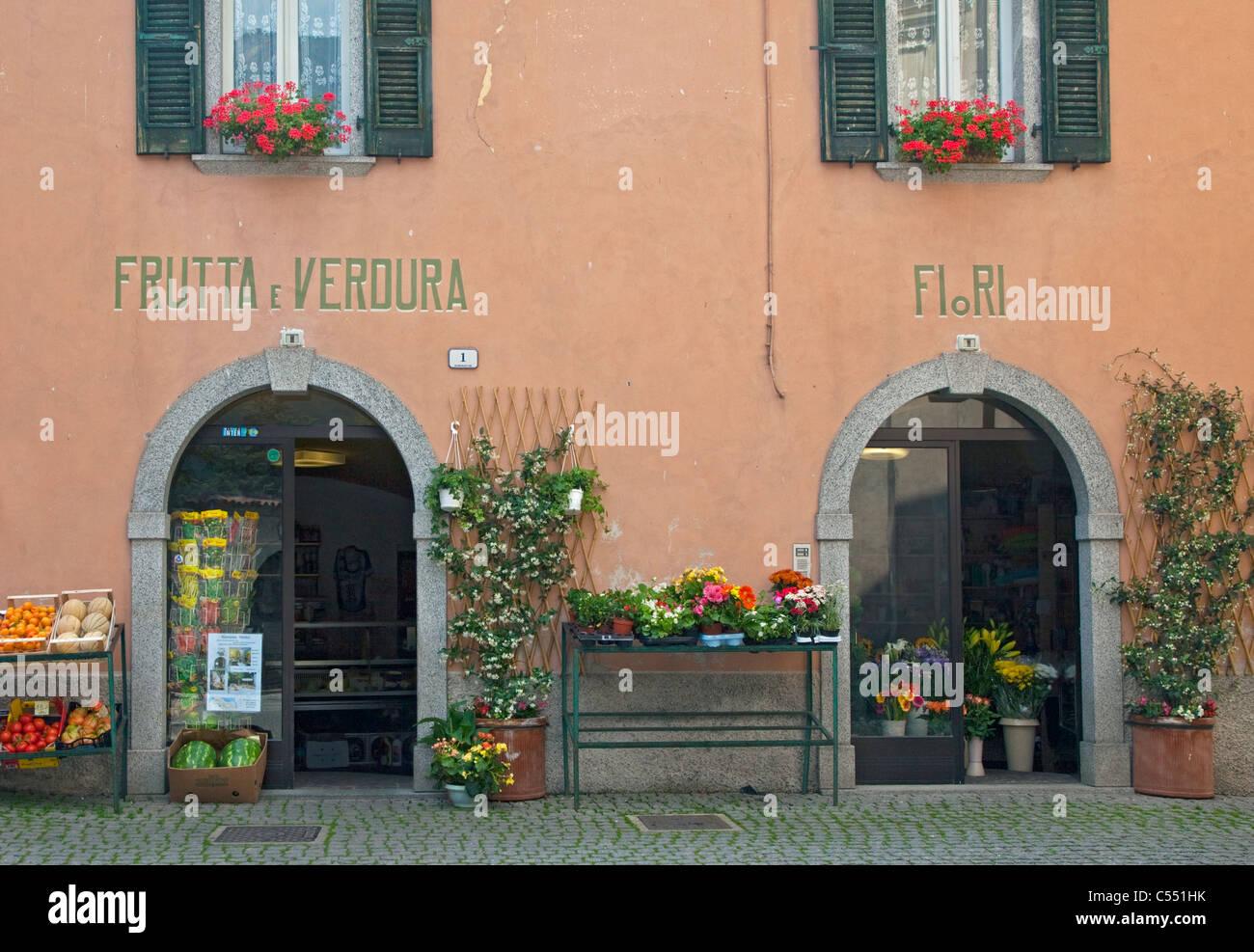 Frutas y Hortalizas y tiendas de flores, Crone, Idro, Italia Foto de stock