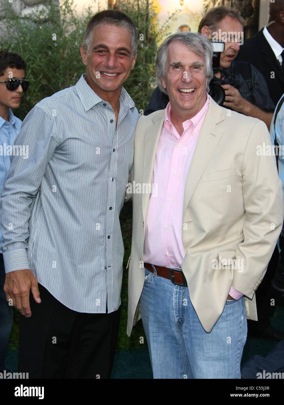 TONY DANZA Henry Winkler ZOOKEEPER. PREMIERE LOS ANGELES CALIFORNIA ESTADOS UNIDOS 06 de julio de 2011 Imagen De Stock