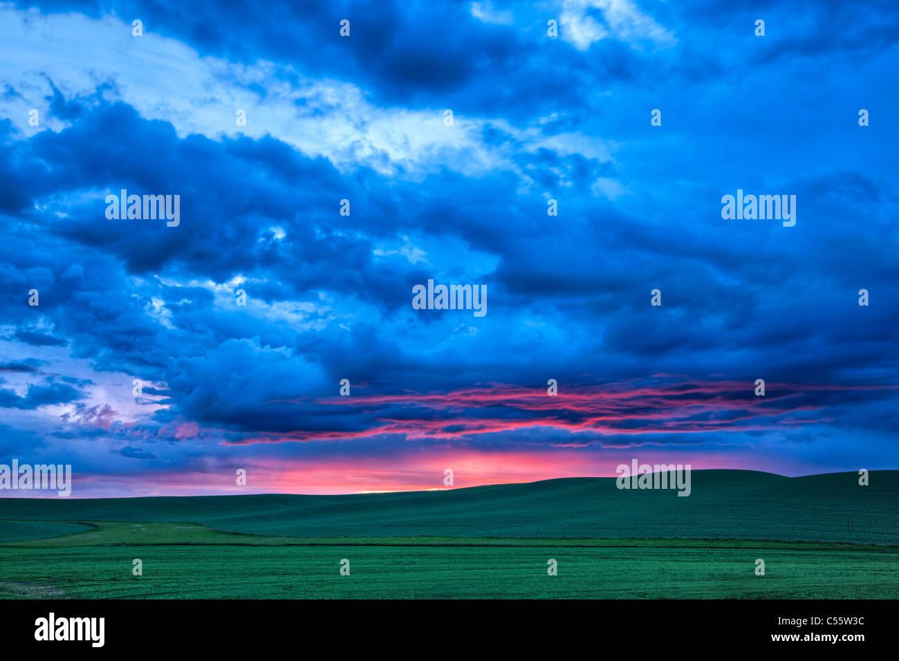 Nubes sobre una granja, Palouse, Estado de Washington, EE.UU. Imagen De Stock