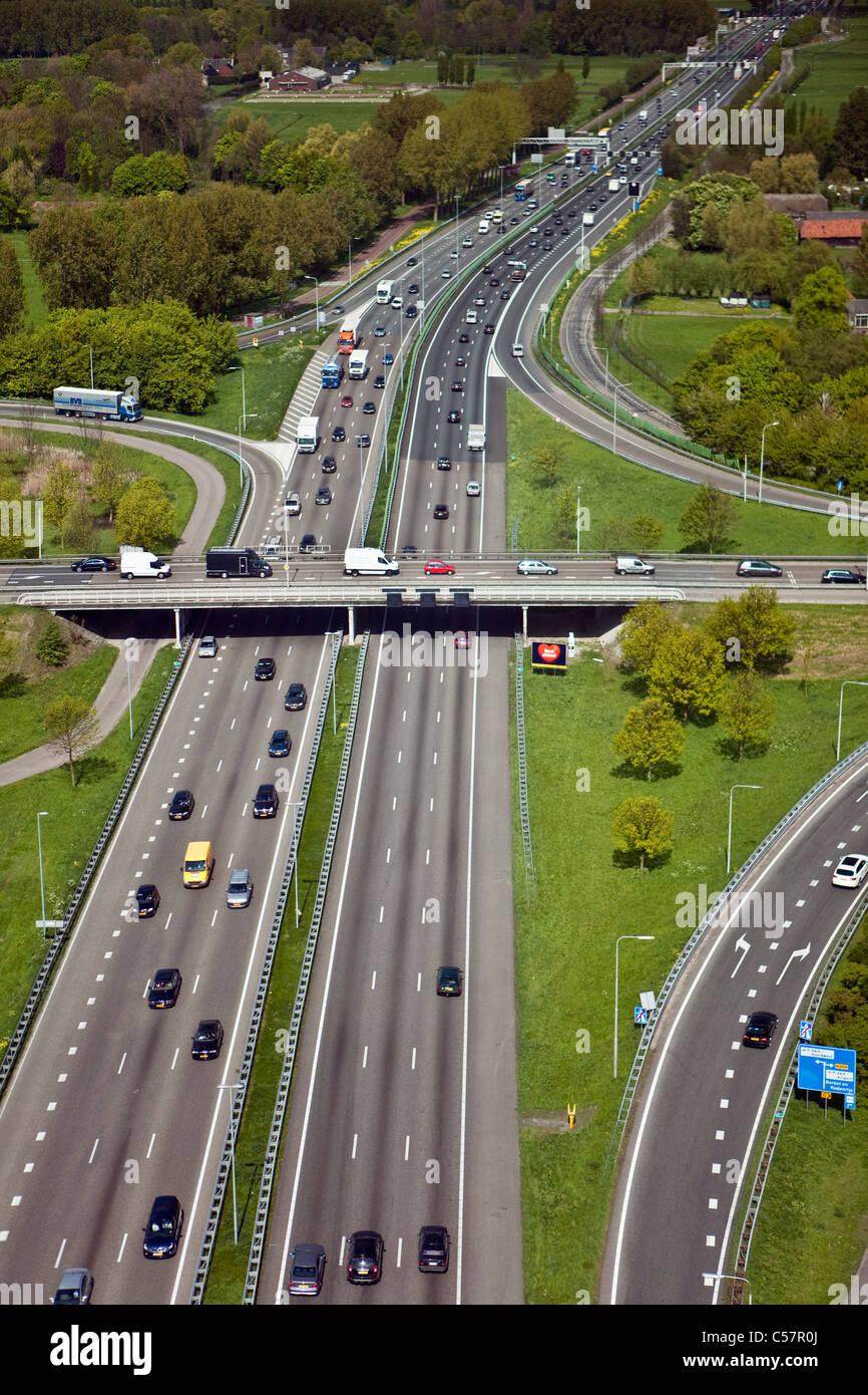 Los Países Bajos, Gouda, carretera o autopista número 12. Antena. Imagen De Stock
