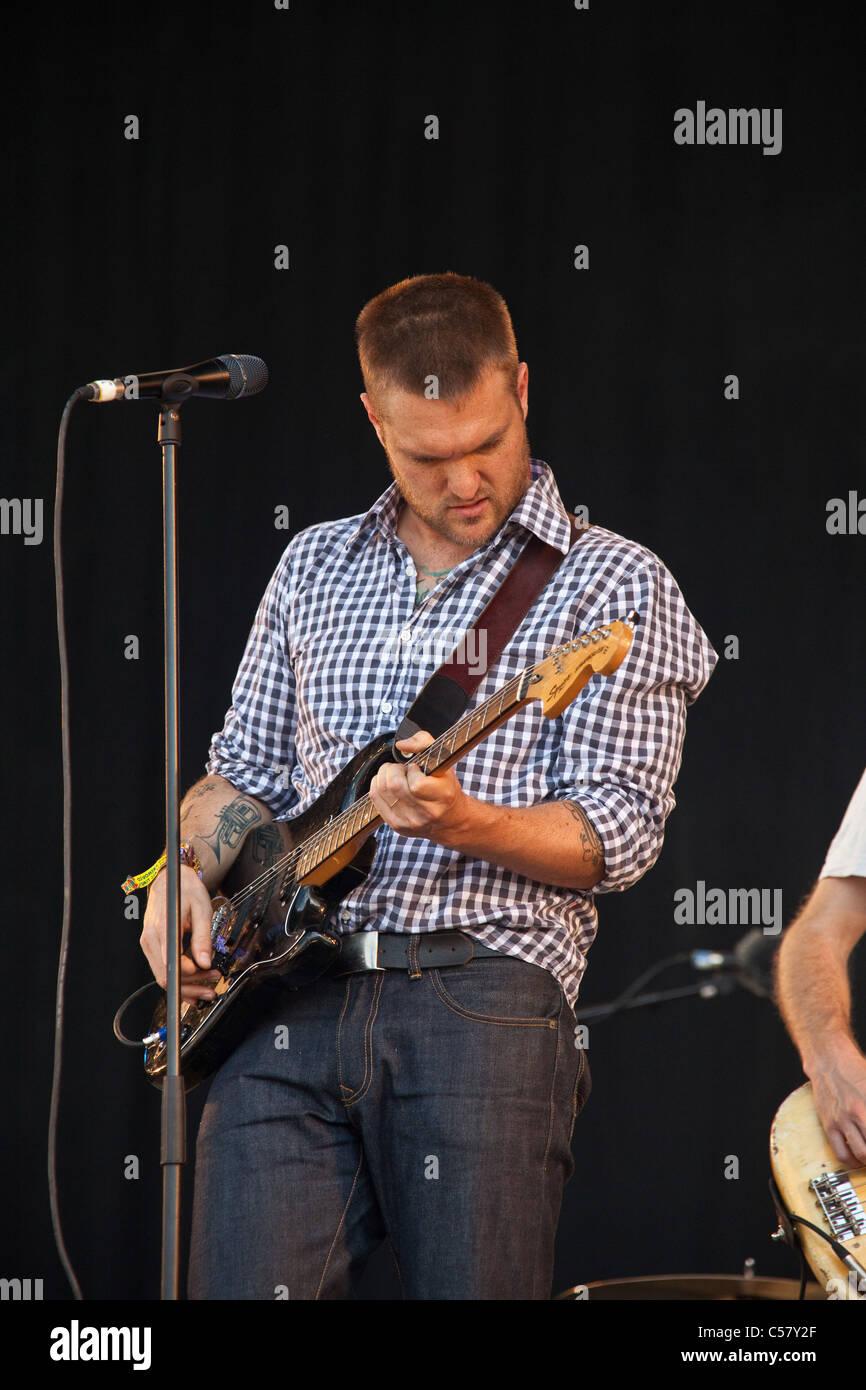 Guerra Fría Infantil actuando en la otra etapa en el Glastonbury Festival 2011 Imagen De Stock