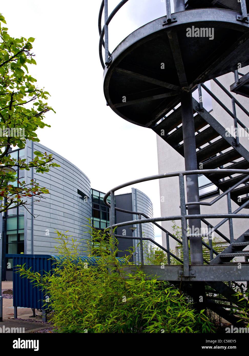 Edificio de acero diseñado por David Morley Associates contiene facilidades especiales para la educación Imagen De Stock