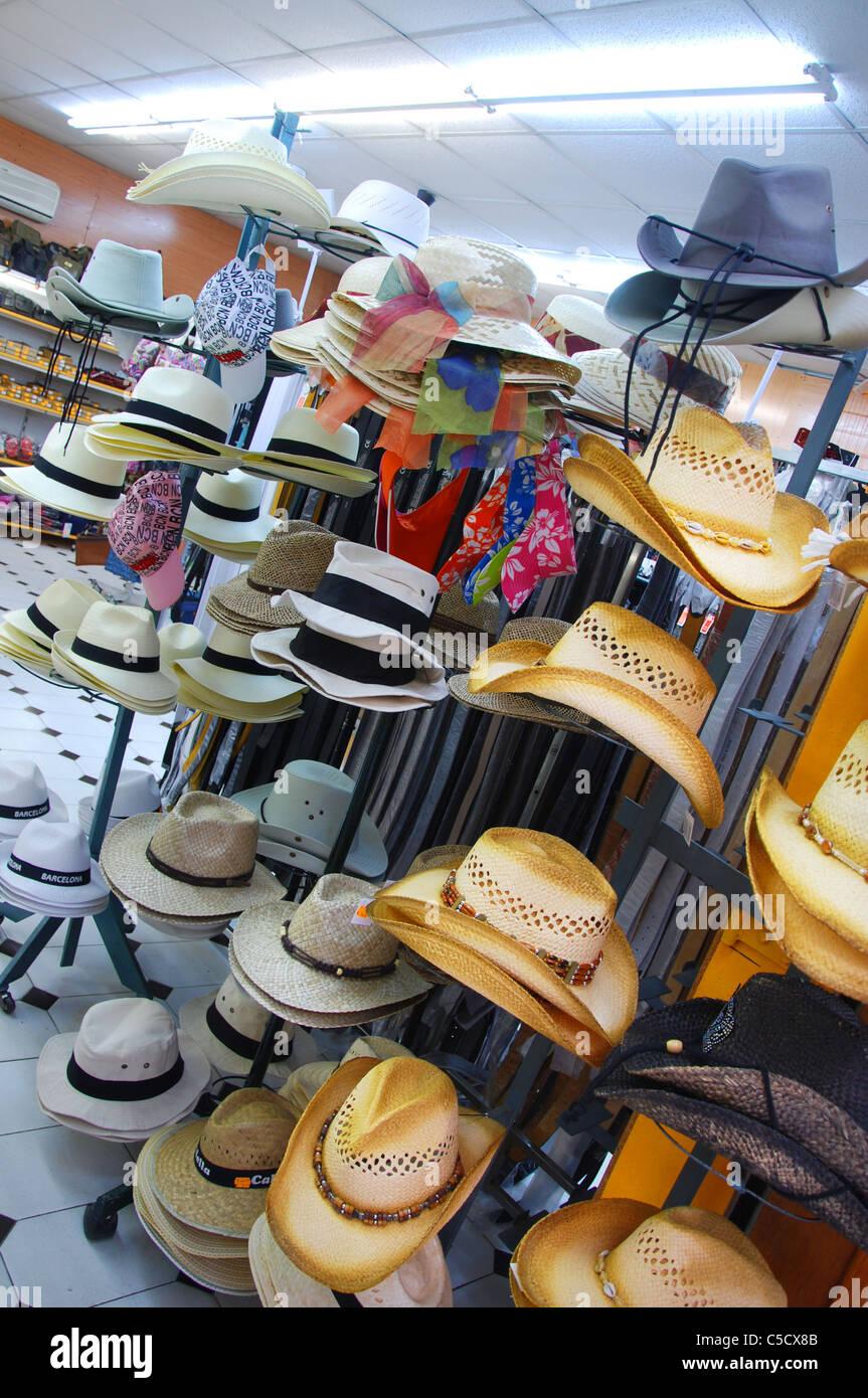 4bf414ea75346 Hat Shop Barcelona Imágenes De Stock   Hat Shop Barcelona Fotos De ...