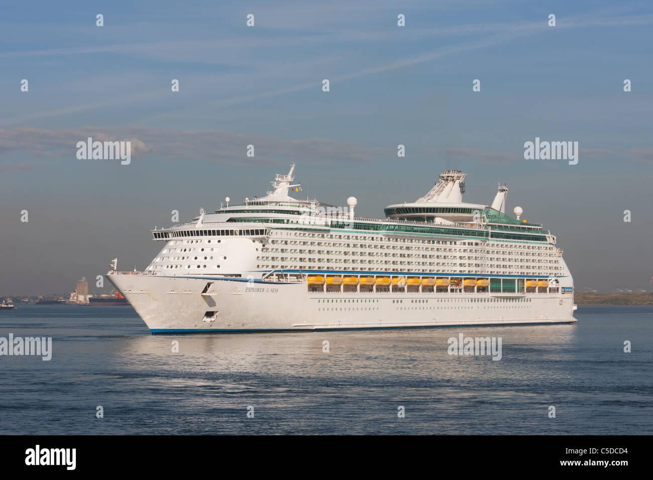 Royal Caribbean crucero Explorer of the Seas en el puerto de Nueva York. Imagen De Stock