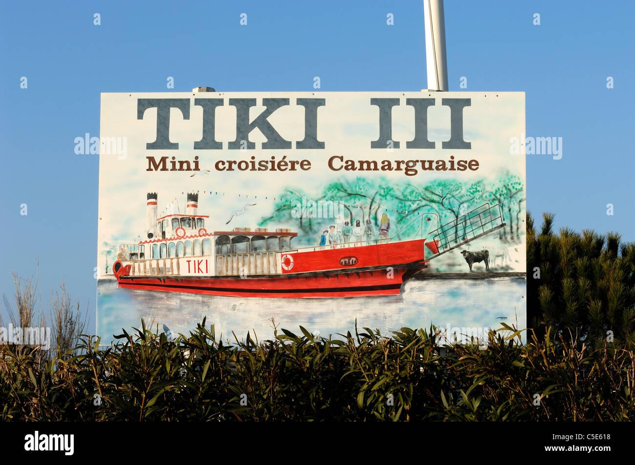 Viaje en barco firmar en un barco de vapor, Cruiser o crucero en barco por el río Ródano, Les-Saintes Imagen De Stock