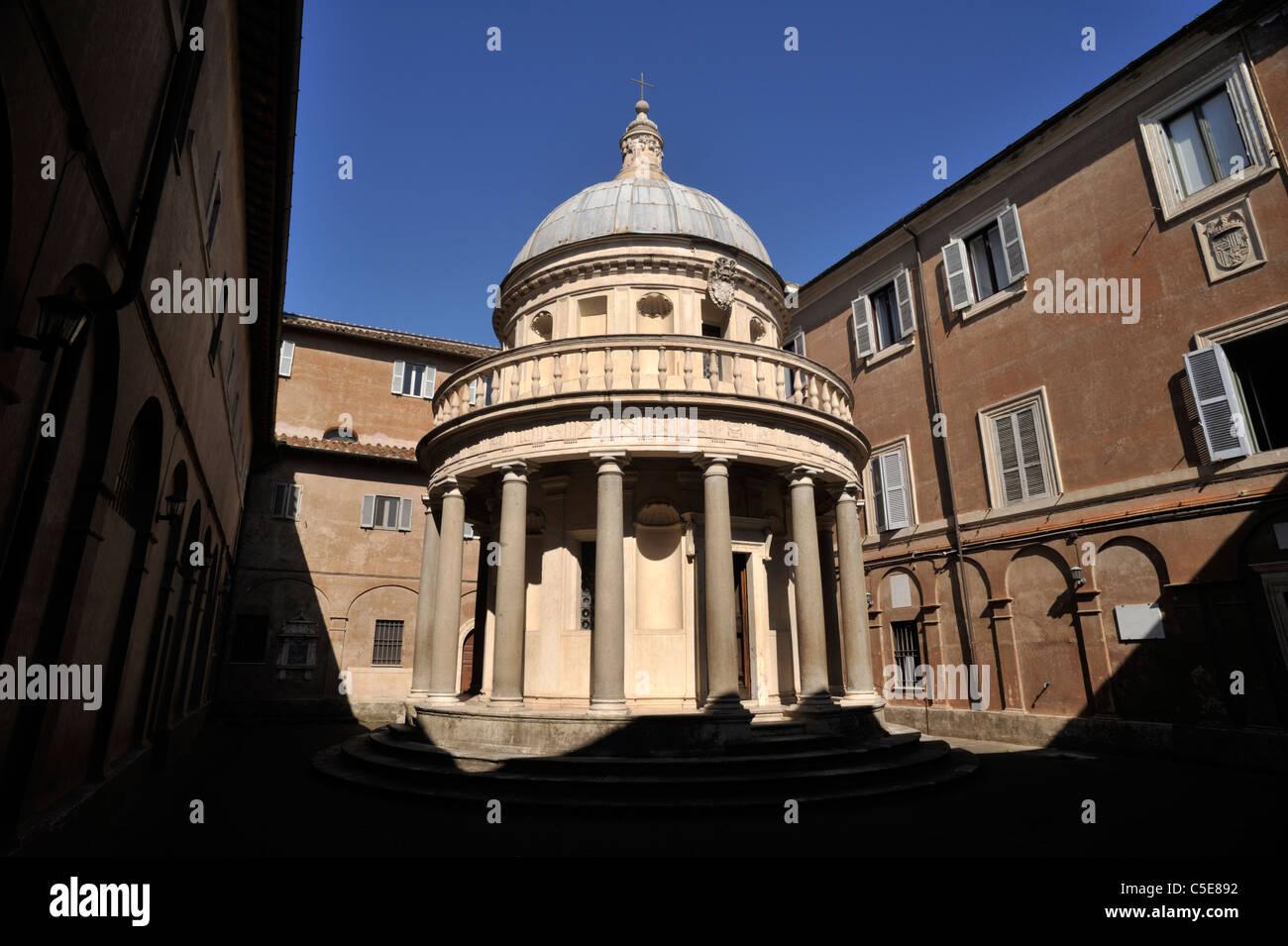 Italia, Roma, el complejo de San Pietro in Montorio, el Tempietto del bramante, templo de arquitectura renacentista Imagen De Stock