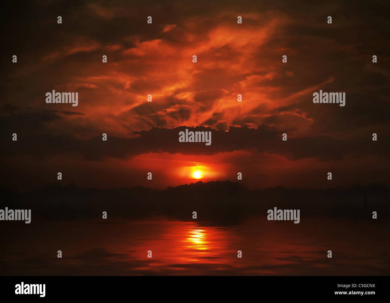 Hermosa vista de la puesta de sol en el mar Imagen De Stock