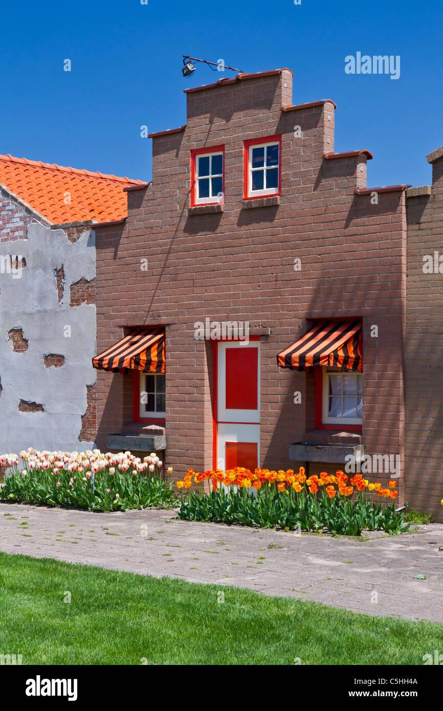Arquitectura y tiendas del pueblo holandés atracción turística en Holland, Michigan, Estados Unidos. Imagen De Stock