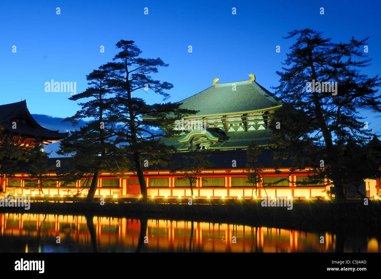 Exterior de Todaiji, el edificio de madera más grande del mundo y un sitio del Patrimonio Mundial de la UNESCO en Foto de stock