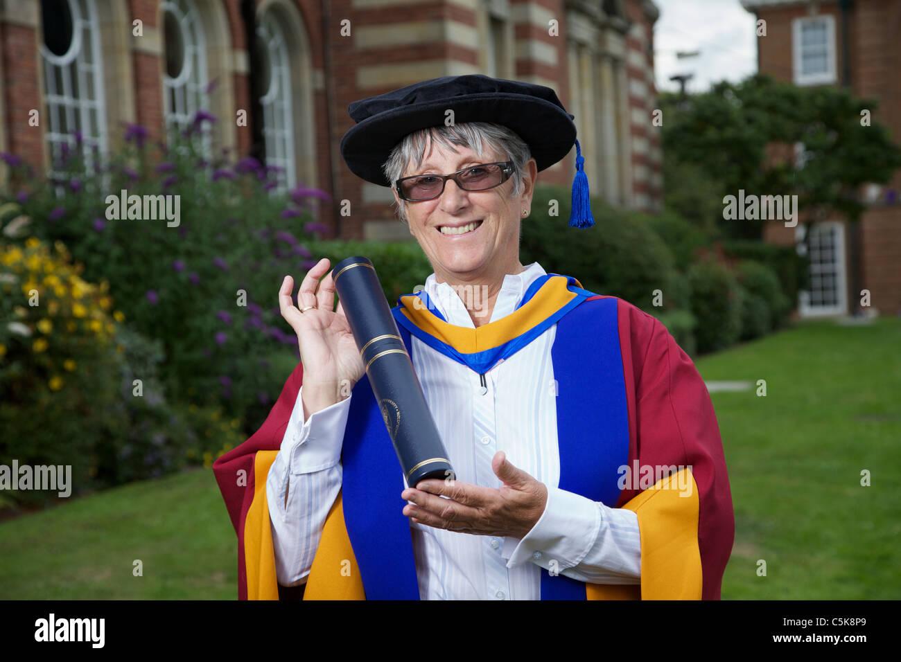 Dorothy Hyman recibe el título de Doctor Honoris Causa en Ciencias del Deporte premio en Leeds Metropolitan Imagen De Stock