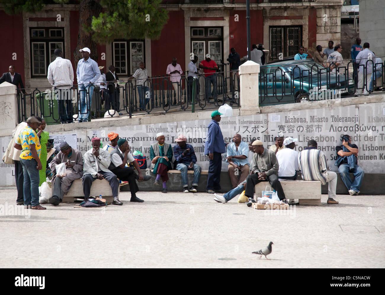 Plaza de São Domingos lugar de encuentro para los grupos étnicos en Lisboa. Imagen De Stock