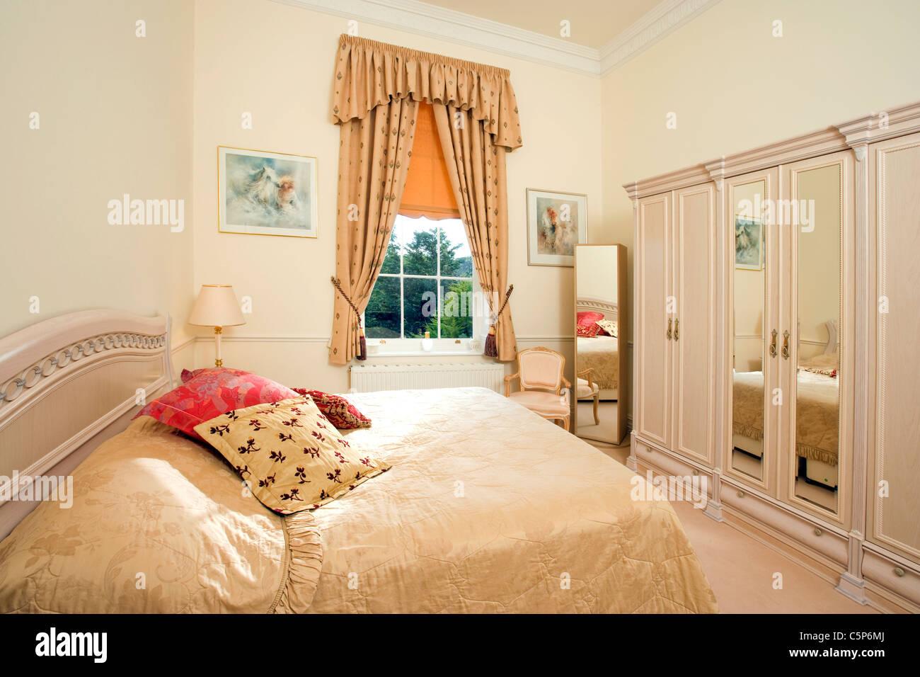 Interior de un dormitorio tradicional inglés Foto & Imagen ...